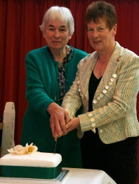 Cake cutting ceremony, Juliet Robinson and Vivienne McGhee